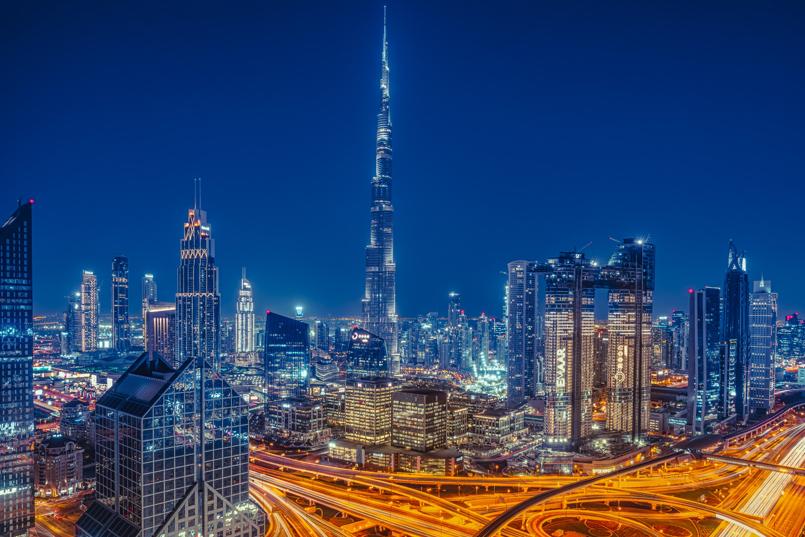 Skyscapers by night in Dubai, United Arab Emirates - Gurvi Movement